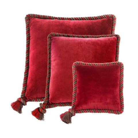 Набор красных подушек