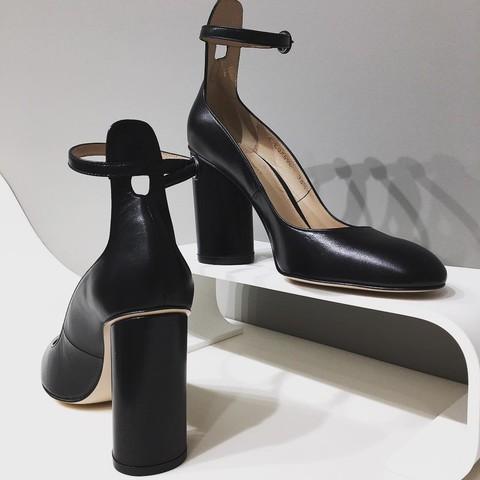 Туфли с ремешком широкий каблук [Stuart Weitzman]
